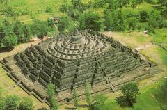 Borobudur Temple. Central Jave, Indonesia. Sailendra Dynasty. 750-842 ce volcanic-stone masonry