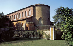 Santa Sabina. Rome, Italy. Late ANtique Eruope. c. 422-432 ce brick and stone, wooden roof